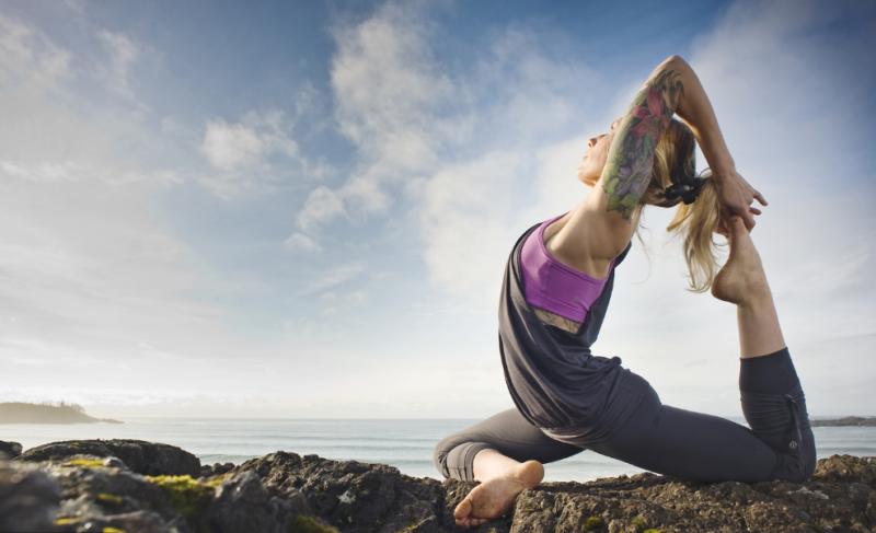 Хатха-йога: что это такое, упражнения для начинающих, самые первые позы, польза, противопоказания для занятий йогической практикой