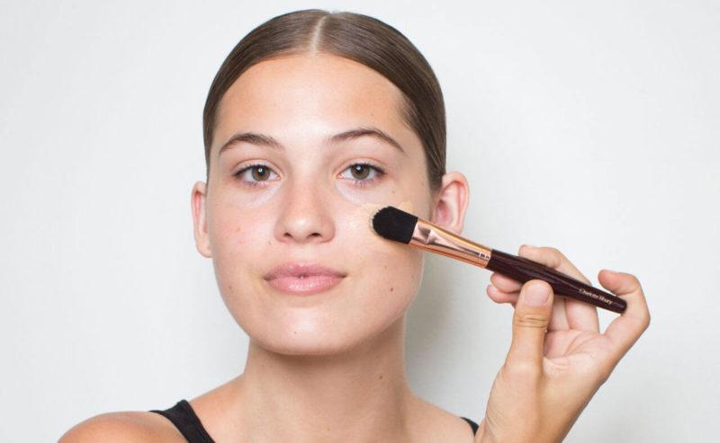 Как правильно наносить тональный крем на лицо спонжем, кистью, руками: пошаговое описание, фото